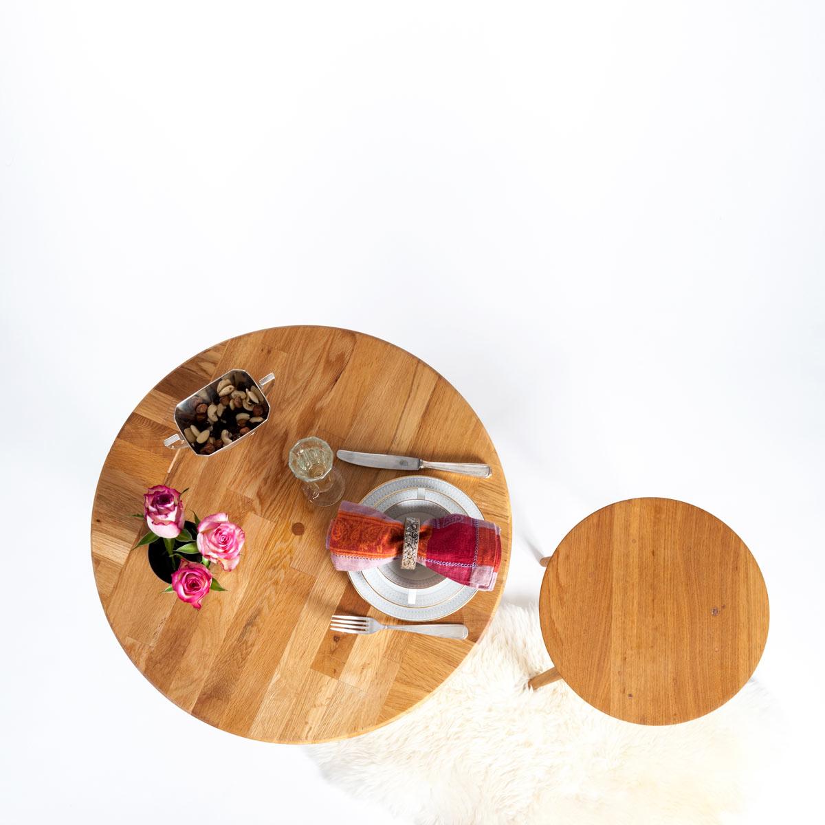 Serviettenringe FRIEDEL, Tisch LEWIN und Hocker LANDELIN, JK. Möbeldesign