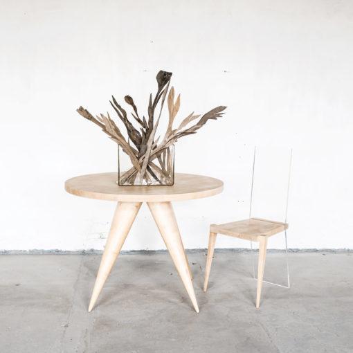 Stuhl KALLISTUS, Tisch MARIKEN und Holzblumen TALIA, JK. Designermöbel